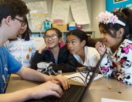 Полезно знать Amazon финансирует гранты в области робототехники для 100 школ. изображение